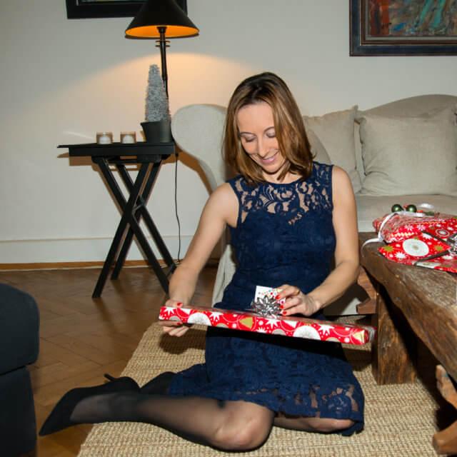Ich habe Weihnachtsgeschenk vor mir liegen.