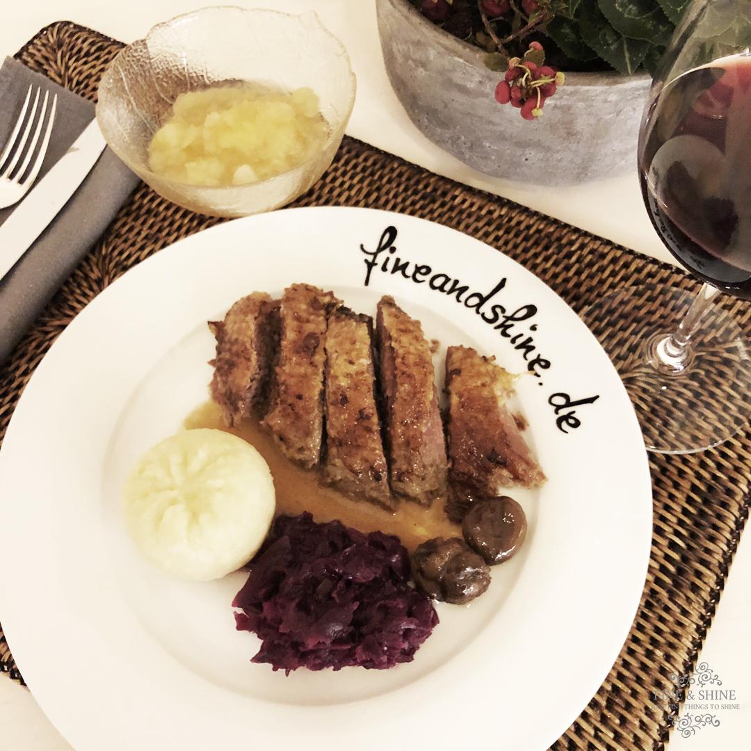 Gänsebraten leicht gemacht, Gans, Gänsebraten, leicht nachkochen, Martinsgans, Klöse, Rohtkohl, Apfelkompott, Maronen