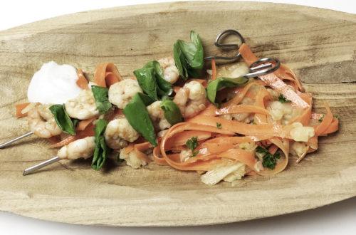 Basilikum, Birnen, Foodblog, Garnelen, Garnelen-Basilikum-Spiesse auf Karotten-Birnen-Salat, Glutenfrei, Karotten, Kokos, Kokos-Schaum, Lactosefrei, Laktosefrei, Paleo, Vegetarisch,