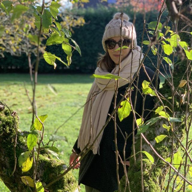 #Herbstliebe! Warum der Herbst so schön ist!, Herbstliebe, Herbst, goldener Herbst, Tee, Walnüsse, Schal, Mütze, Kerzen, Rotwein, Spaziergang, Dackelchen, Stinken, Odin, Sonnenuntergang, Licht,