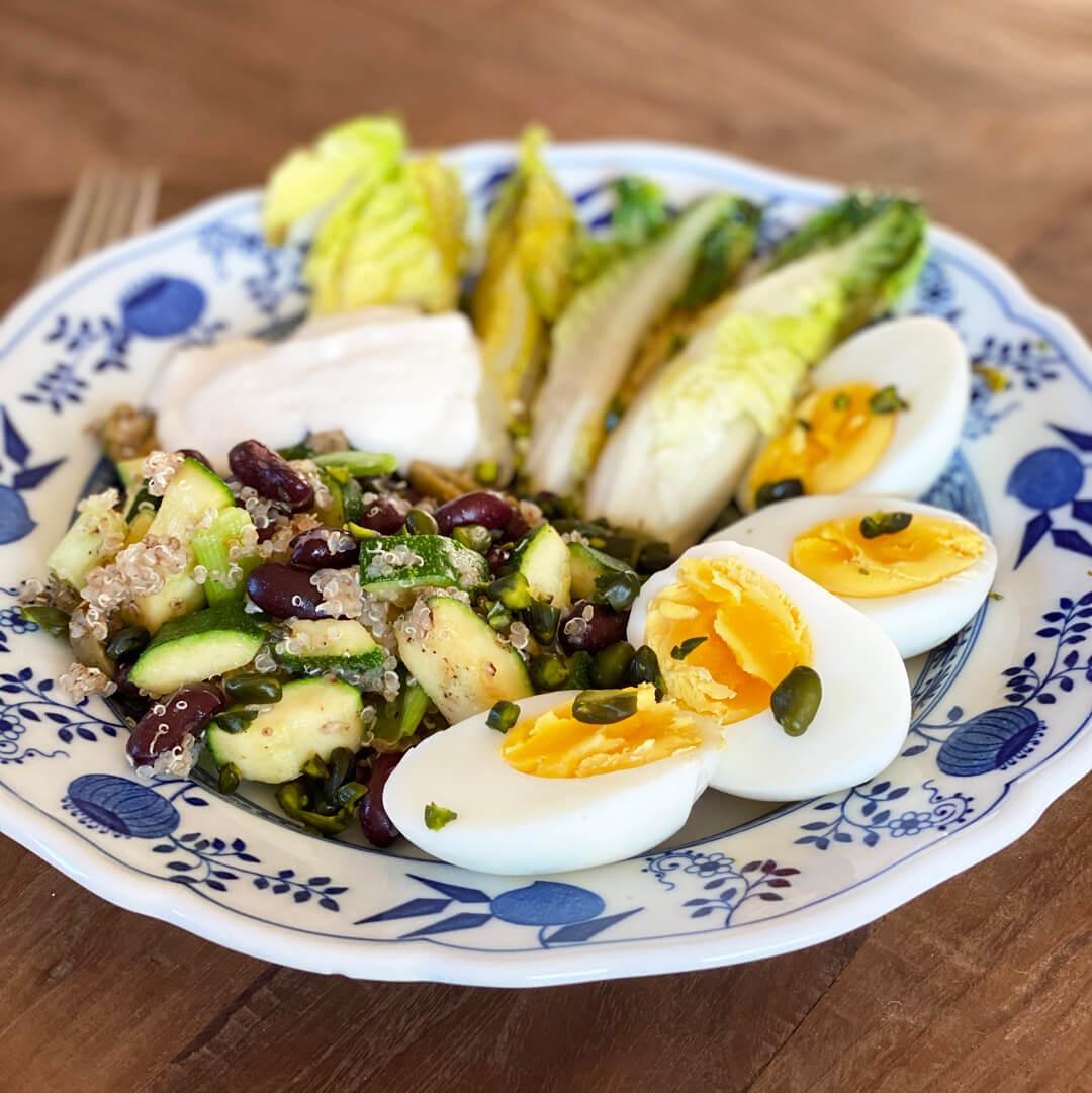 Ei mit Zucchini und Quinoa