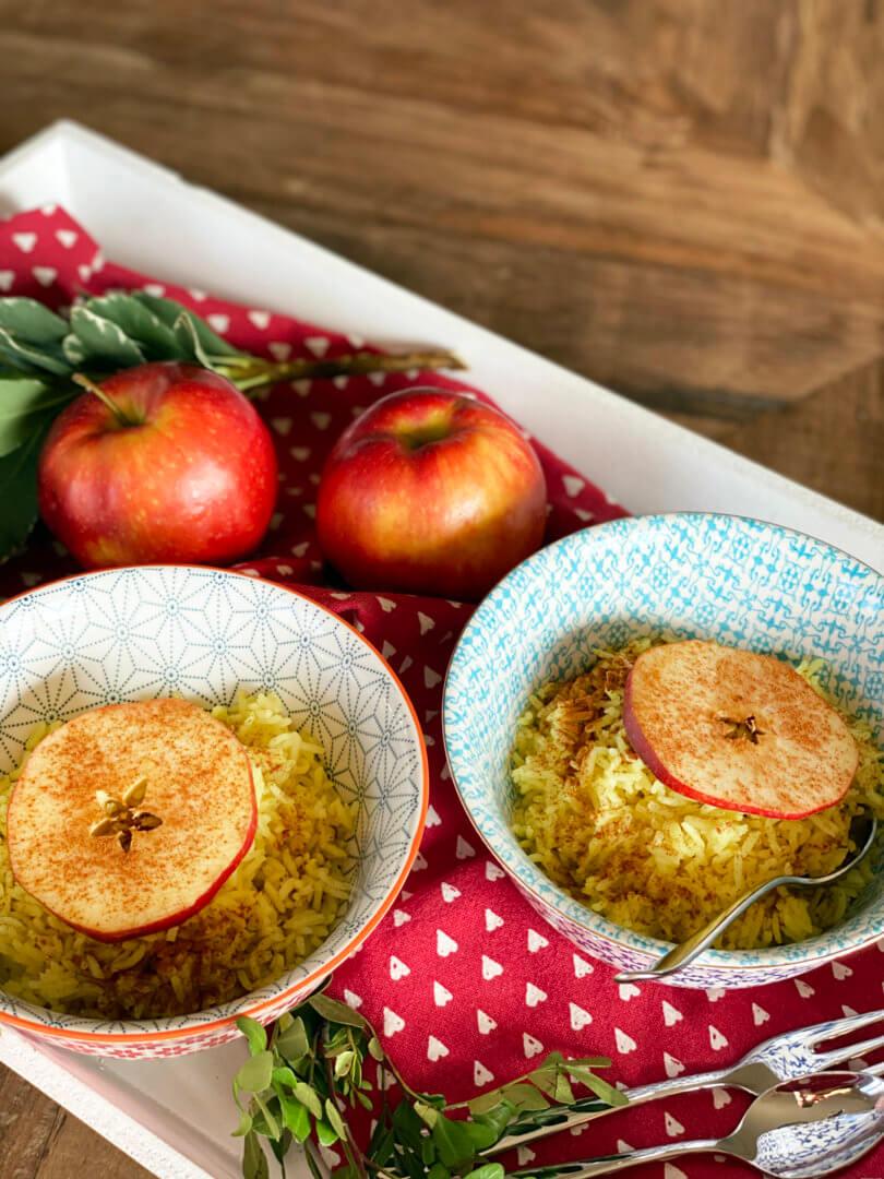 Kurkuma Reis mit Apfel-Zimt-Scheiben